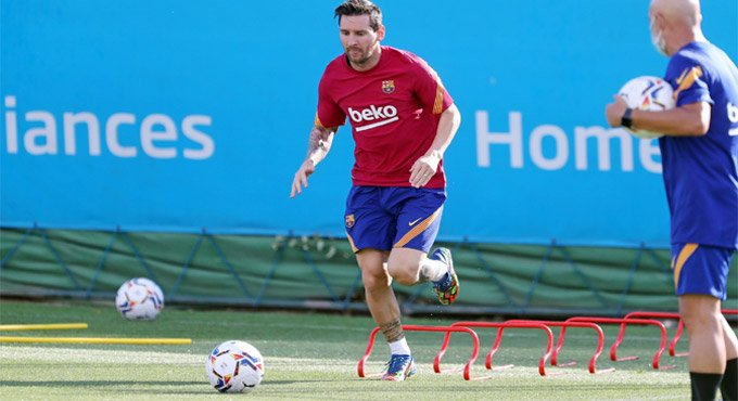 Messi returns to Barcelona exercises